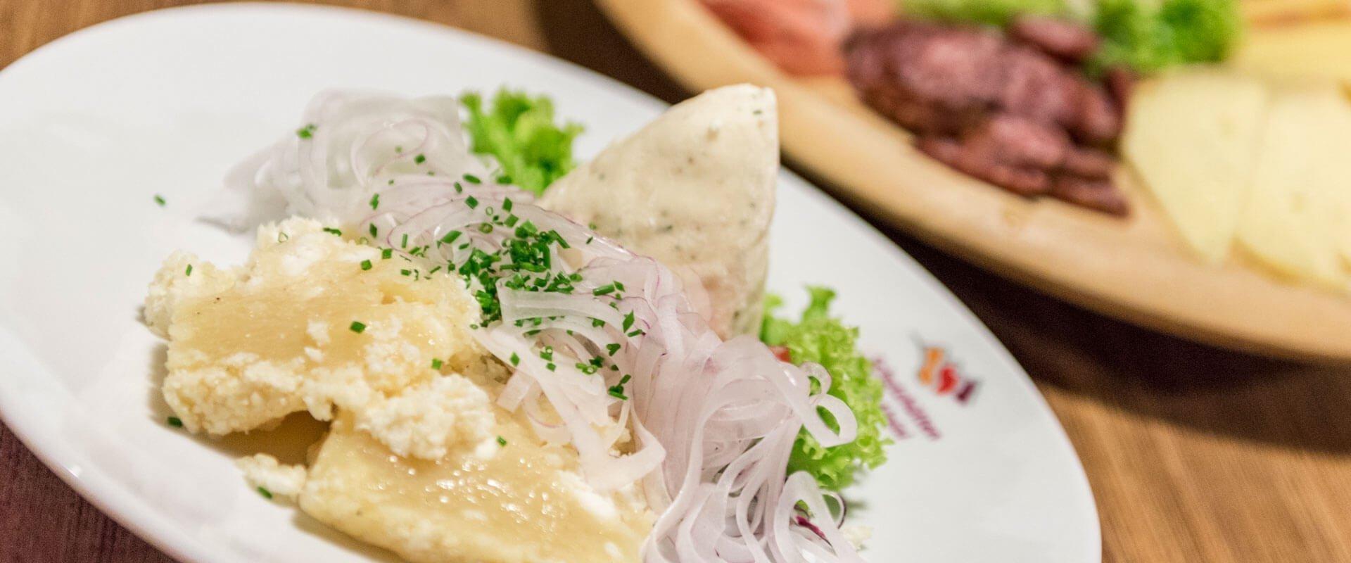 kulinarik-kreuzwiesenalm-luesen-suedtirol
