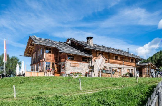 Kreuzwiese mountain hut Luson 3